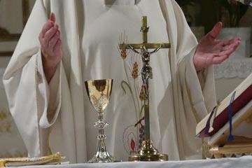 Soñar con sacerdote